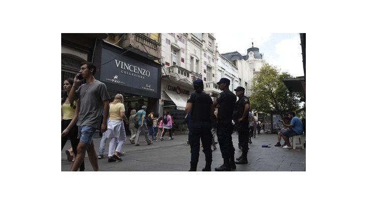sin venta ilegal. En el último paro la policía evitó la llegada de manteros a las peatonales.