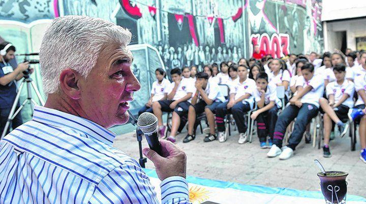 Recuerdos de la guerra. Omar De Felippe contestó las preguntas de los alumnos.