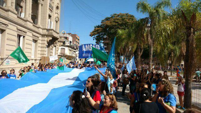 Los docentes marchan en Santa Fe contra el aumento por decreto provincial