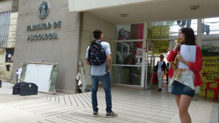 La Facultad de Psicología de la UNR.