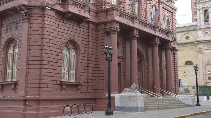 Proponen que las multas de funcionarios se descuenten de sus sueldos