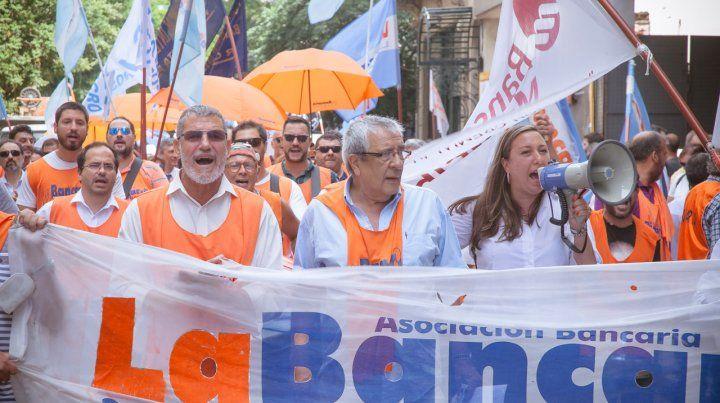 El paro de La Bancaria en Rosario incluye movilización y marcha.