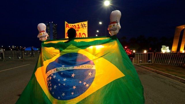 Orden y progreso. Brasil se encuentra polarizado en torno a la imagen de Lula Da Silva. Hubo marchas a favor y en contra del encarcelamiento.