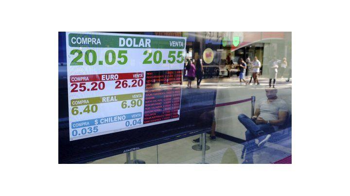 demanda. La avidez por el dólar no cesa en los mercados.