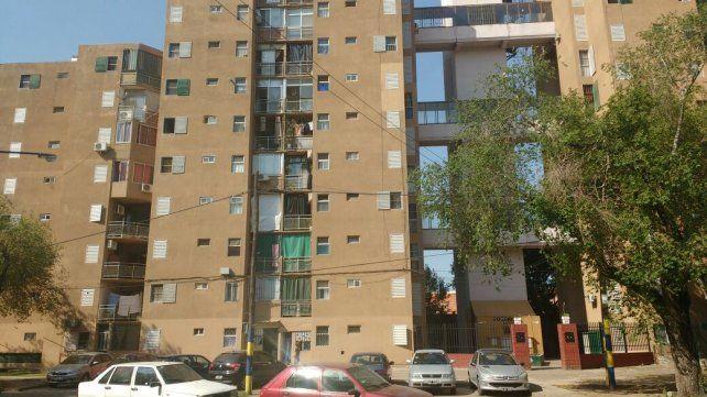 En la planta baja de este edificio fue asesinado el anciano de 89 años.