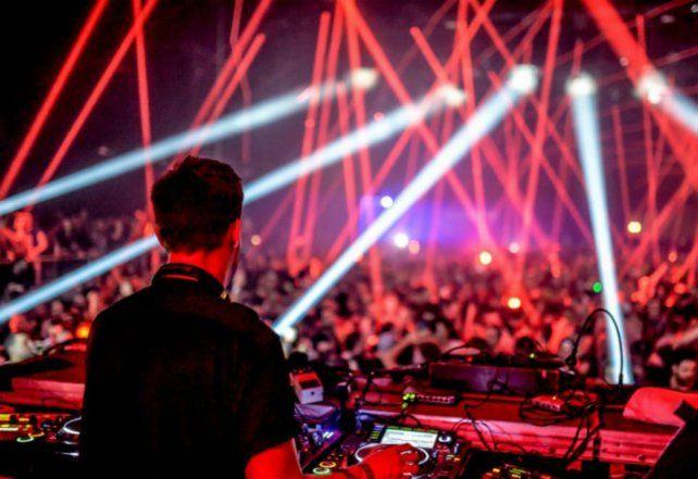 Un joven de 24 años está internado grave por consumir drogas en una fiesta electrónica en el Metropolitano.