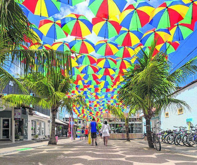 Porto de Galinhas se tiñe de música y color