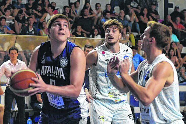 En la cancha. Maximiliano Yanson es una de las claves del equipo rosarino que busca avanzar en el torneo nacional.