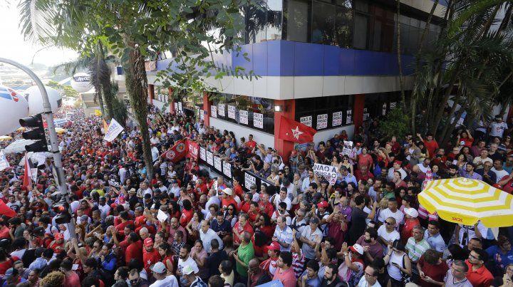 Una multitud acompañó a Lula en el sindicato metalúrgico.