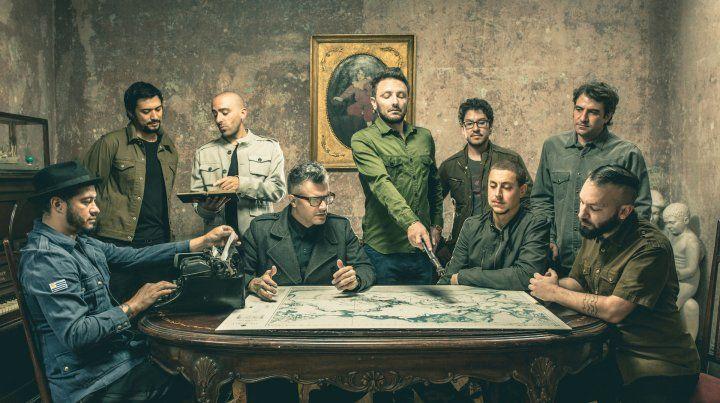 Y luego fueron nueve. Emiliano Brancciari (centro) es la voz líder y único integrante argentino del grupo uruguayo