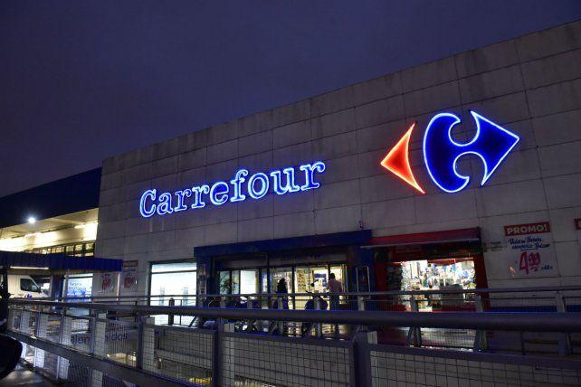 Súper. La cadena francesa argumenta una crisis por caída del consumo.