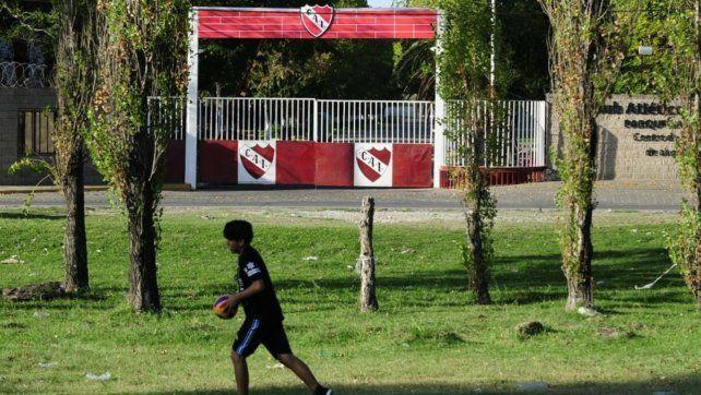 El acceso a la pensión de la entidad de Avellaneda. La denuncia judicial partió del club luego de que uno de los futbolistas se quebrara.