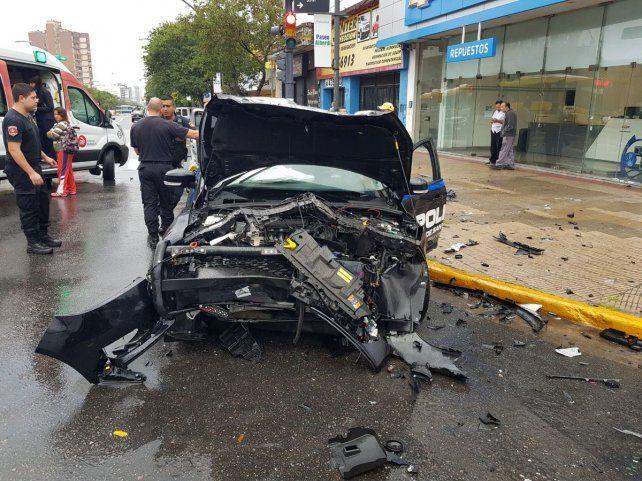 El patrullero quedó con la trompa muy destruida. (Foto: @leodelga2)
