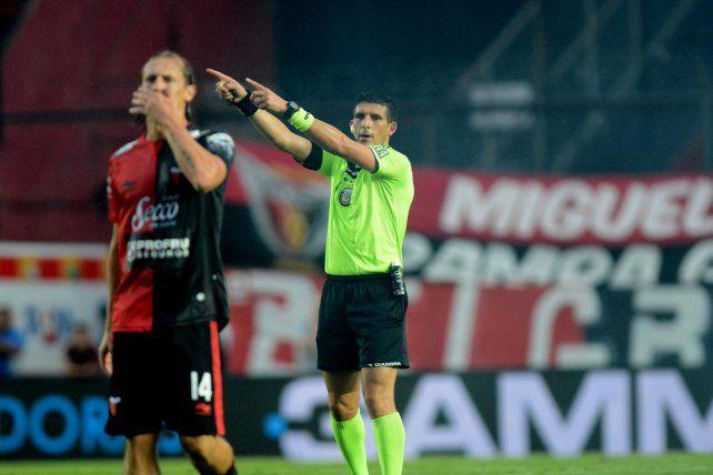 Polémica tras la suspensión de Cólon-Vélez por incidentes con barrabravas