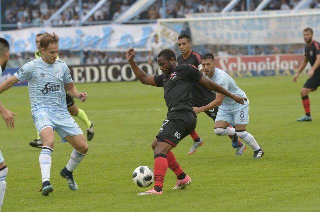 Newells consiguió un empate agónico con sabor a poco en su visita a Atlético Tucumán