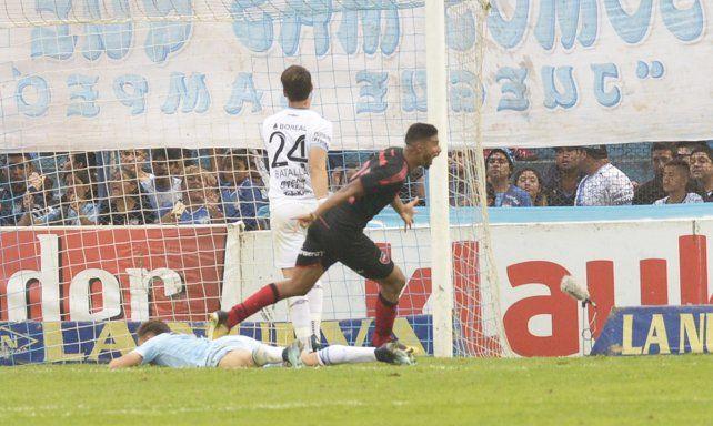Desahogo. Varela anotó el gol sobre el final para rescatar un punto en Tucumán.