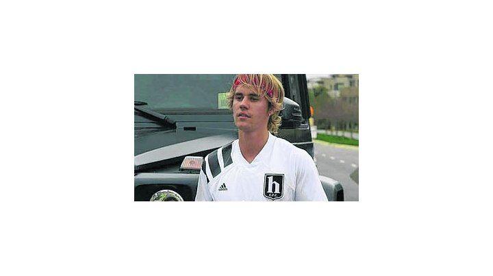 Justien Bieber tuvo una violenta reacción y le rompió el celular a un rosarino