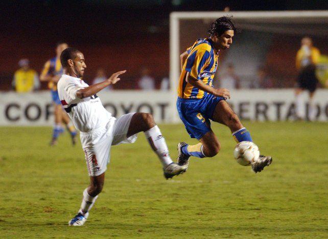 Herrera escapa ante la marca de un rival. Es el último antecedente de Central ante San Pablo es del 2004, cuando el Chaqueño marcó el tanto canalla en octavos de final de la Libertadores y obligó a la definición por penales en el Morumbí, en la que se impuso el equipo brasileño por 5-4.