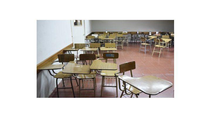aulas vacías. Los profesores reclaman un 25% de incremento salarial y no dictan clases hasta el jueves.