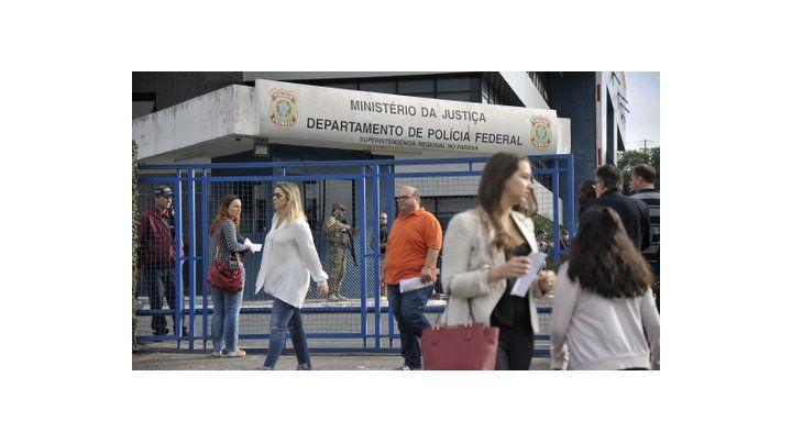 normalidad. La sede de la Policía Federal en Curitiba en la que está detenido Lula ayer lucía como siempre.
