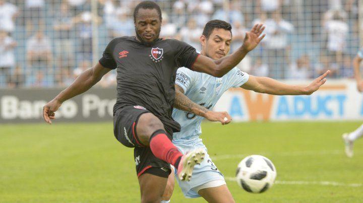 Luis Leal es la duda en el equipo rojinegro para visitar a Paranaense