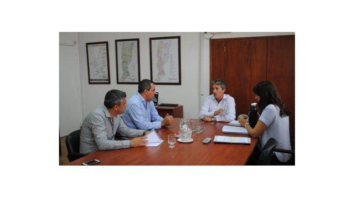 Reunión y concreciones. El jefe comunal y el ministro Garibay.