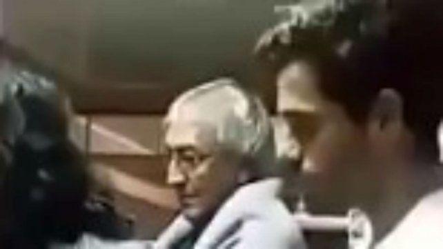 Fernando Gago visitó al Padre Ignacio y pidió por sus lesiones