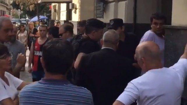 Transeúntes retuvieron a un ladrón en pleno centro hasta que llegó la Policía