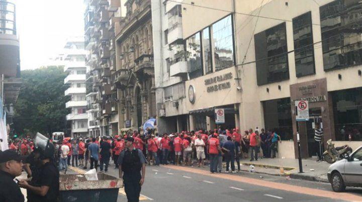 Graves incidentes frente al Sindicato de Trabajadores Municipales de Rosario