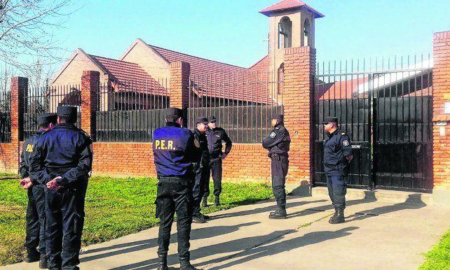 allanamiento. La policía irrumpió en el convento el 25 de agosto de 2016. Hallaron látigos y cilicios