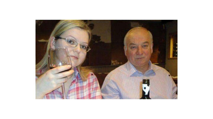 Yulia Skripal y su padre.