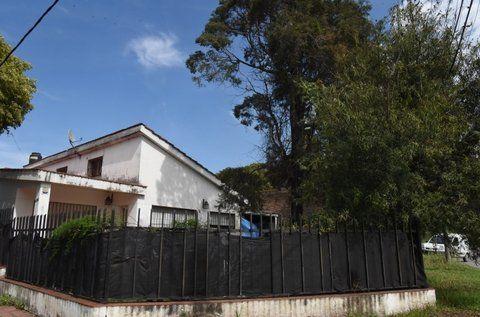 en la esquina. La vivienda que fue asaltada por los dos maleantes.