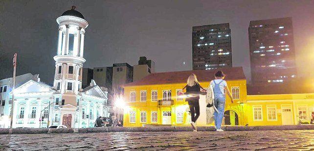 Sorprende. Una postal de una ciudad hermosa el estado de Paraná. Casi en las afueras está la prisión federal adonde fue llevado el candidato del PT