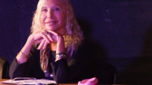 Presentan el libro de poemas de la rosarina Victoria Lovell