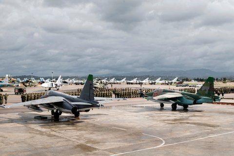 Defensa. Aviones cazas rusos estacionados en la base aérea siria de Hemeimeem