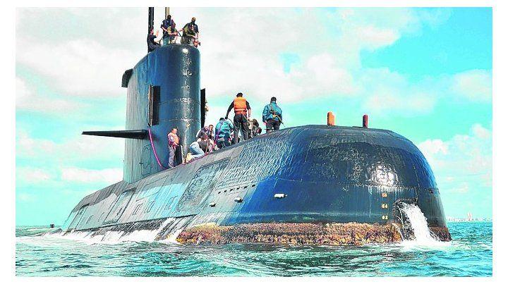 ara san juan. El submarino recibió cinco mensajes desde que zarpó.