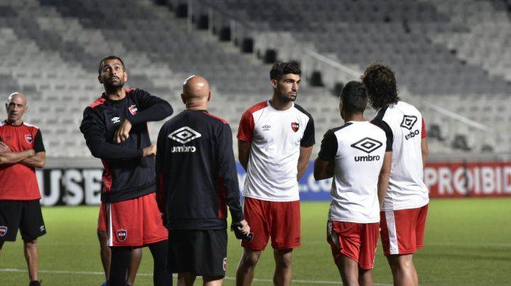 Newells hizo el reconocimiento de campo para el duelo contra el Paranaense