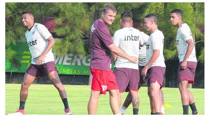 En Bella Vista. Los brasileños entrenaron ayer en el predio de Newells.