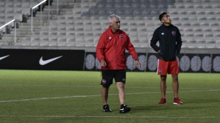 La última práctica. Omar De Felippe ajustó ayer los detalles antes del partido frente a Paranaense.
