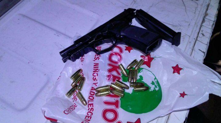 El arma incautada en poder de uno de los ladrones.