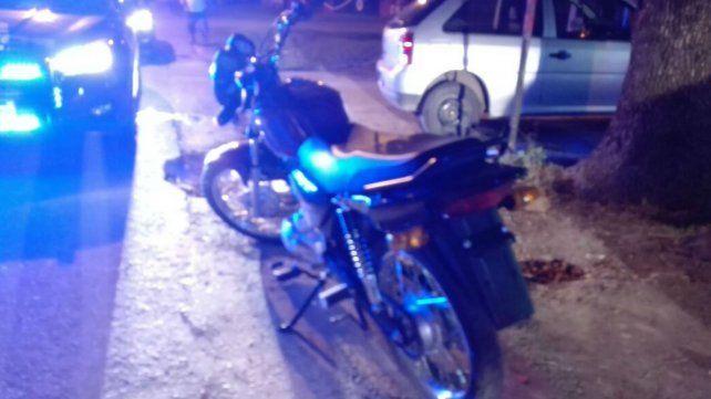 La moto en la que se movían los ladrones.