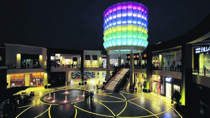 Toda la moda. El centro comercial Jockey Plaza es uno de los más grandes del país y en el se pueden encontrar las marcas más reconocidas a nivel mundial.