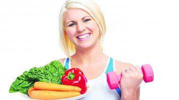 Hay una tendencia a acumular grasa alrededor de la parte media del cuerpo. Además de la mala alimentación, influyen los factores genéticos.