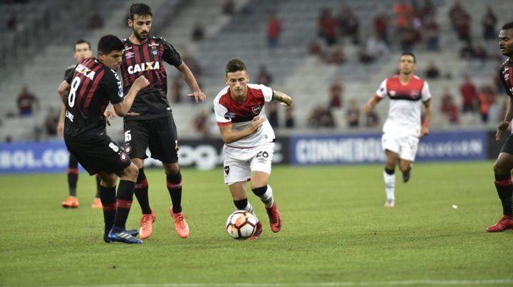 Newells no estuvo a la altura del debut copero y cayó ante Paranaense por 3 a 0