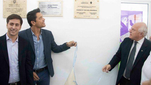 Acto. El gobernador y el intendente de Funes descubrieron placas que reflejan el trabajo conjunto.