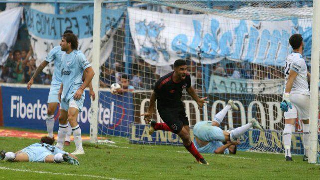Newells se trajo un punto valioso de Tucumán.