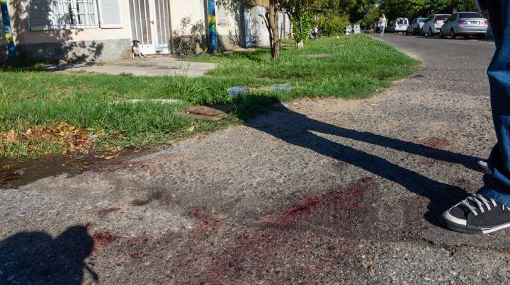 Chacabuco y Presidente Quintana. El rastro elocuente indica el lugar donde cayó la víctima.