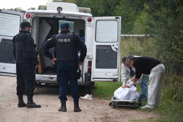 Hallan a un joven muerto a balazos en un terreno lindero al cementerio de Ibarlucea