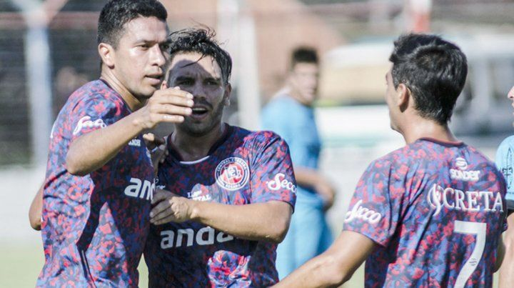 Damián Ledesma se erige como uno de los caudillos del charrúa y su aporte es clave en cada partido.
