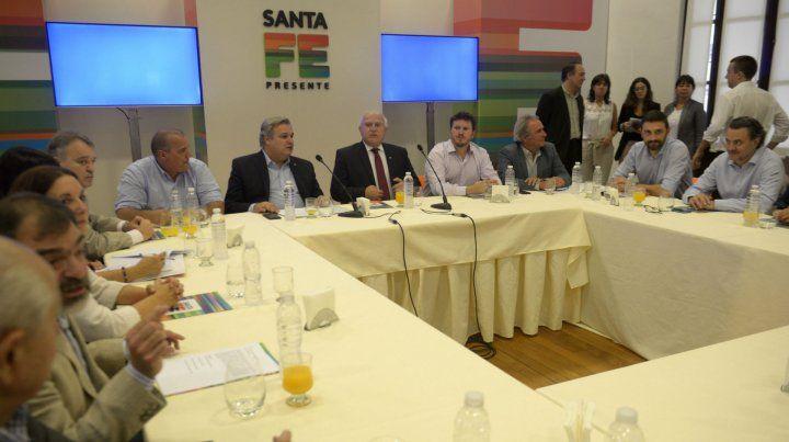 Lifschitz junto a su gabinete y otras personalidades del Frente Progresista.